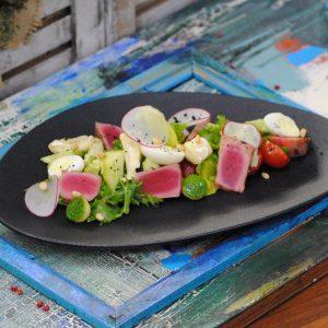 Салат с тунцом и сыром «Камамбер»