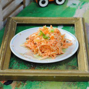 Салат из моркови и яблок - Веселый роджер
