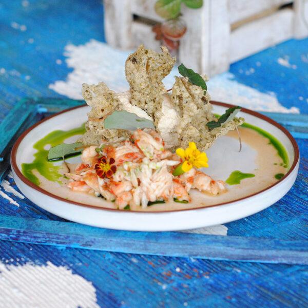 """Камчатский краб с кремом """"Баваруа"""" и чипсами из водрослей"""